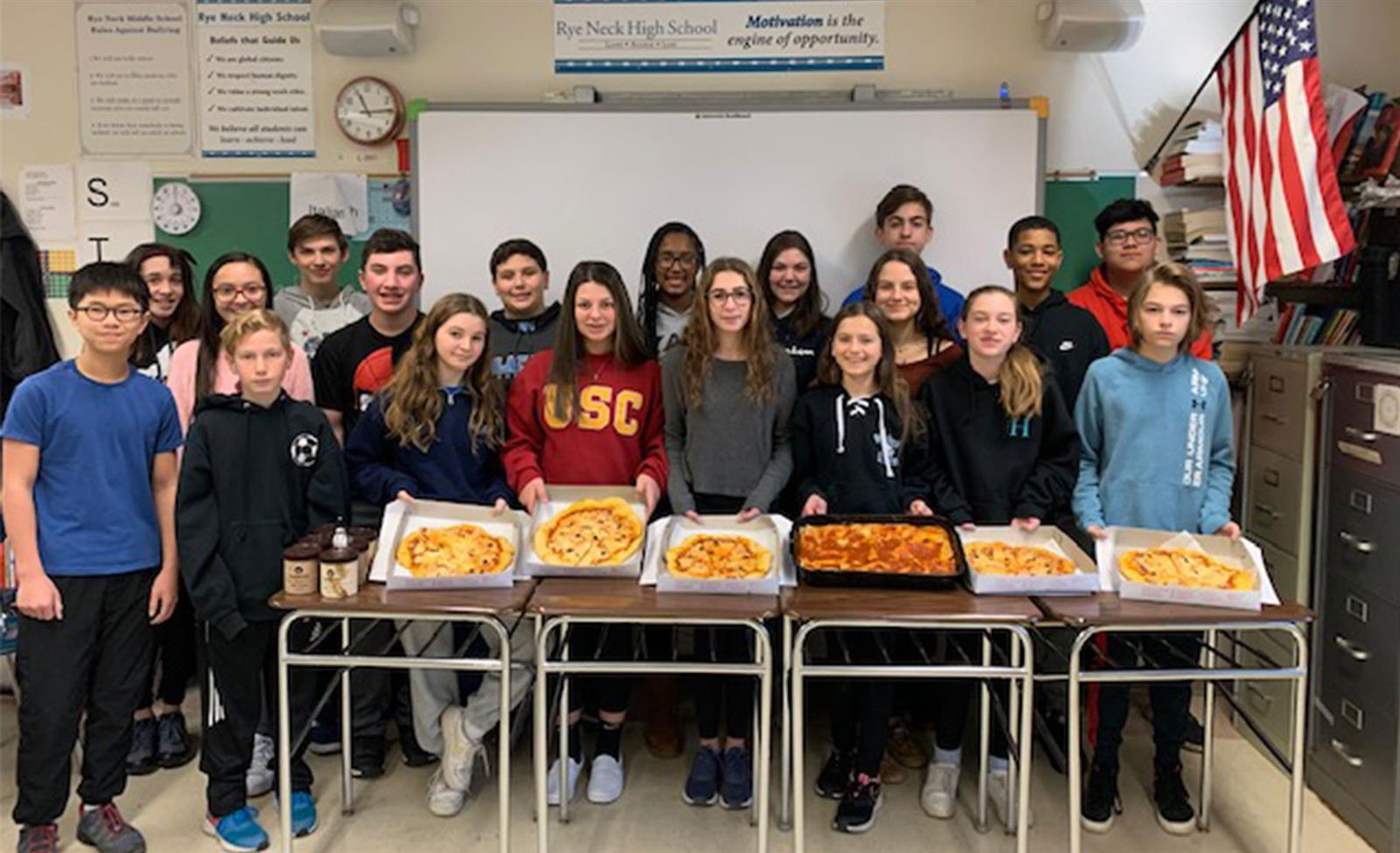Eighth Graders Celebrate Italian Culture With Pizza